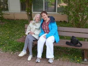 Mit Oma an Ostern vor einem Jahr