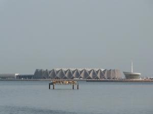 Blick auf das Kaspische Meer und die Chrystal-Halle, in der ich arbeiten werde.