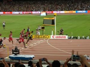 Mein Zielphoto vom 100-Meter-Lauf. Allerdings einen Sekundenbruchteil zu früh.