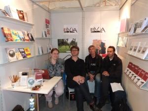 Mit BVjA-lern und Büchern am Messestand