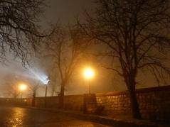 Weg zur Burg bei Nacht