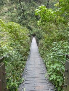 Hängebrücke auf dem Weg zum Glockenturm