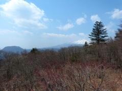 Blick auf den schneebedeckten Asama vom Usui-Paß aus