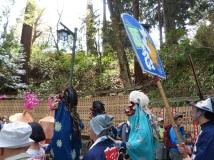 Prozession auf dem Takao
